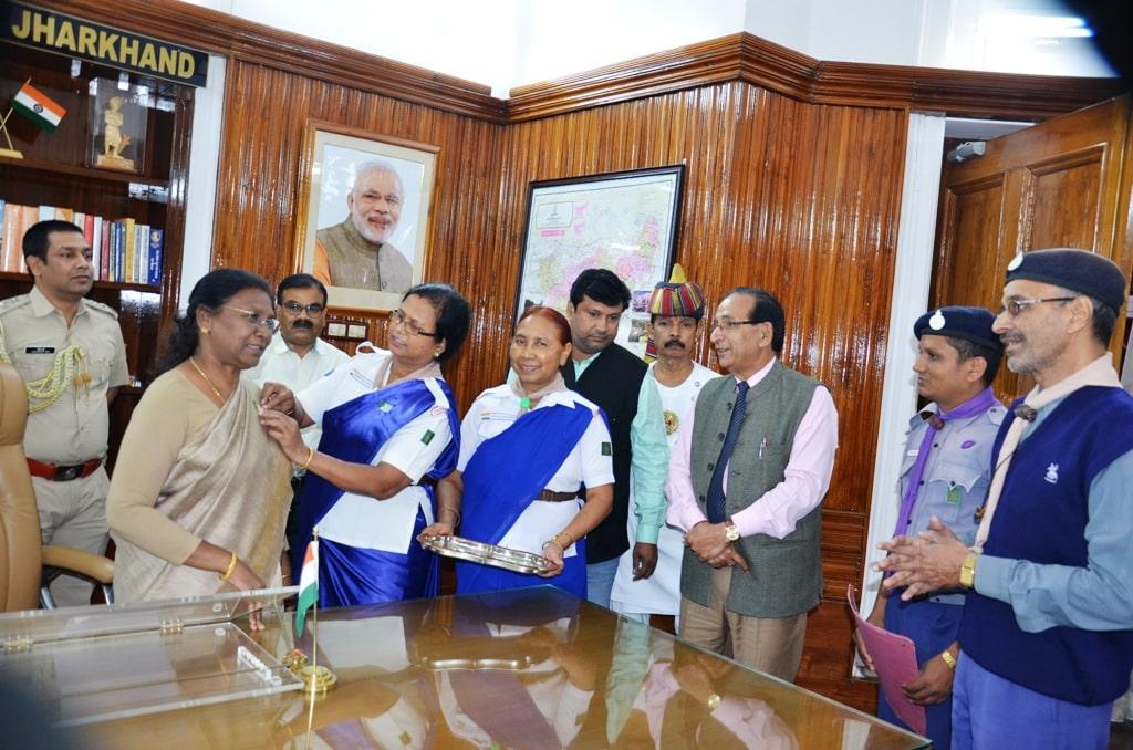 <p>India Scouts and Guide members met the Hon'ble Governor Draupadi Murmu in Raj Bhawan on Thursday.</p>