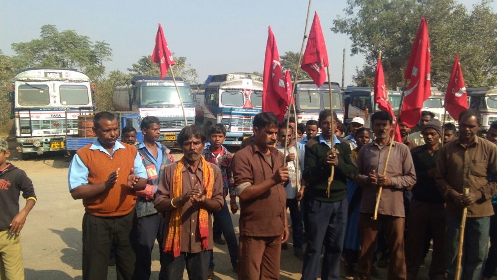 <p>On Monday a large number of workers working at the Namkum's Indian Oil Depot staged protest against the IOCL's decision to relocate the depot to Khunti.Many workers who…