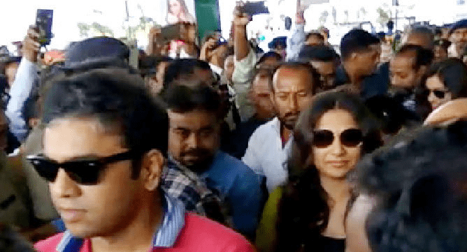 <p>Bollywood Actress Vidya Balan who landed in Jharkhand capital was welcomed by people at Birsa Munda Airport in Ranchi</p>