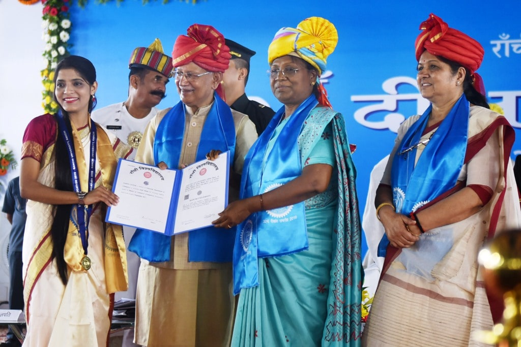 <p>Jharkhand Governor Draupadi Murmu wearing a traditional dress as she felicitates Gold Medal winner student Sonam Kumari during the 32nd Convocation ceremony of Ranchi University,…