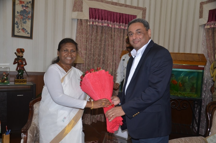 <p>Jharkhand governor Draupadi Murmu received a bouquet of flowers from MD of the Tata Steel, T. V. Narendaran inside Raj Bhawan in Ranchi.</p>