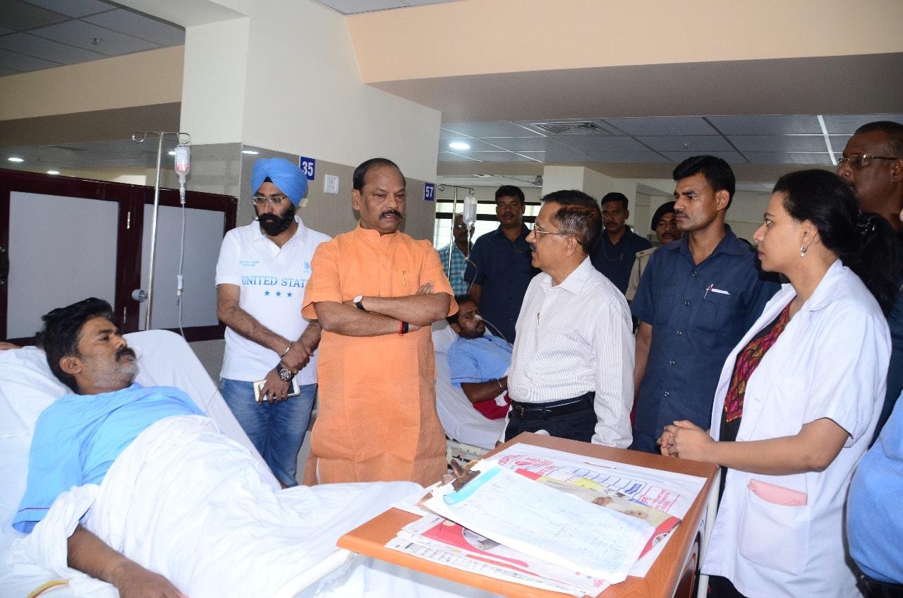 <p>मुख्यमंत्री श्री रघुवर दास आज जमशेदपुर के टीएमएच अस्पताल में राजनीतिक दल के कार्यकर्ता श्री राकेश राय से मुलाकात कर उनके स्वास्थ्य का हाल जाना और शीघ्र स्वस्थ होने की कामना की।</p>…