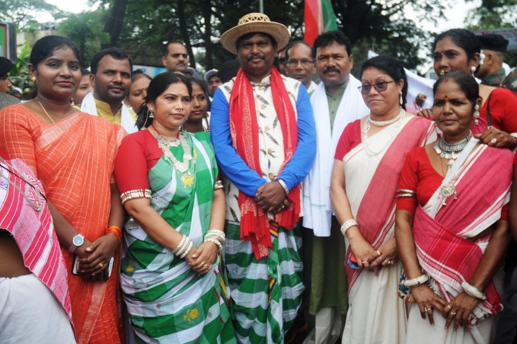 <p>Former Jharkhand Chief Minister Arjun Munda (in traditional cap) along with his wife Meera Munda (Second_L), Ranchi Mayor Asha Lakra (L), MLA Gangotri Kujur (Second_R) and others…