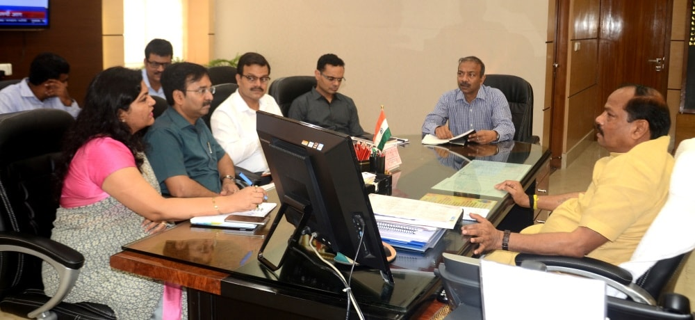 <p>In a Small Scale Industrialists' promotion move,Chief Minister Raghubar Das held a meeting with senior officials such as  Agriculture Secretary Pooja Singhal,Mines, and…