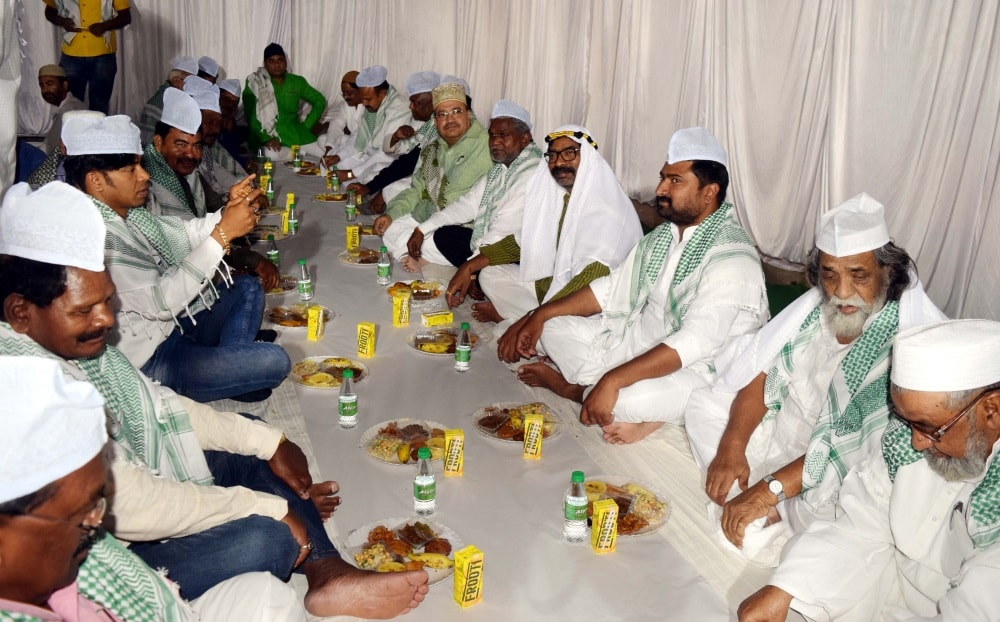 <p>Jharkhand Mukti Morcha (JMM) Chief Sibu Soren hosted an &nbsp;&lsquo;Iftar&rsquo; party as opposition leader Hemant Soren and other leaders and workers, at Morahabadi in Ranchi&#8230;