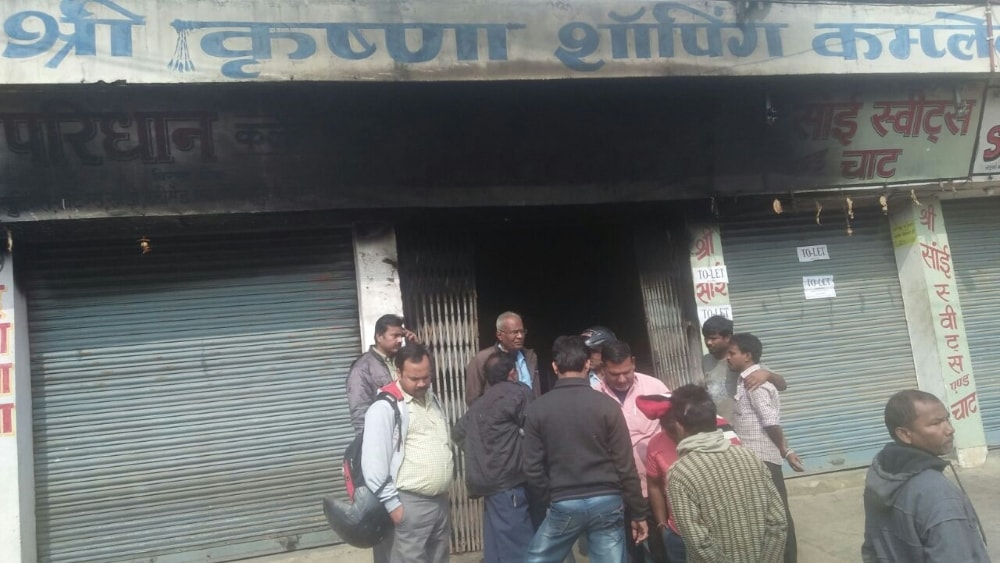 <p>Several shops of Birsa Chowk&#39;s Krishna Complex&nbsp;gutted in fire on Friday morning. Its suspected that a short circuit may have started the fire.</p>