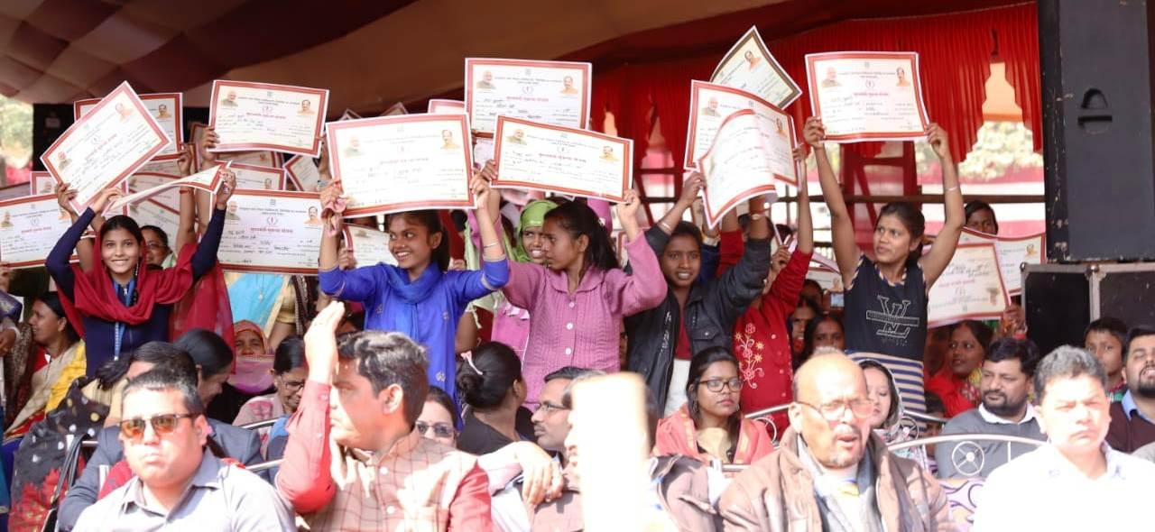 <p>मुख्यमंत्री सुकन्या योजना के तहत 33, 676 आवेदन प्राप्त हुए; प्रथम चरण में उत्तरी छोटानागपुर प्रमंडल के 4402 बालिकाओं के बीच ₹2,43,15,000 (दो करोड़ तैतालीस लाख पन्द्रह हजार ₹) का…