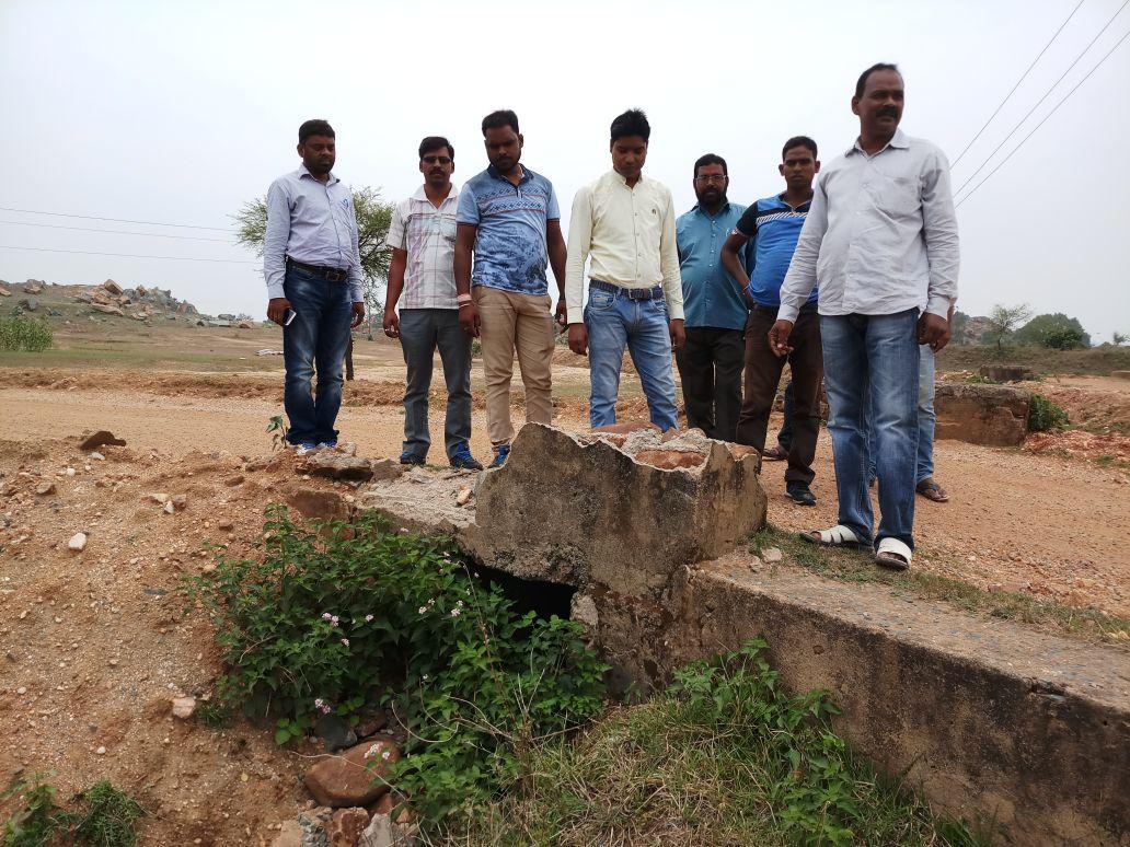 <p>जमशेदपुर - पोटका प्रखण्ड के लखन साई गावँ में प्रधान मंत्री ग्राम सड़क योजना के तहत बनाई जा रही करोड़ो रुपया के लागत से सड़क में अनियमिता का मामला प्रकास में सामने आया वहीं…