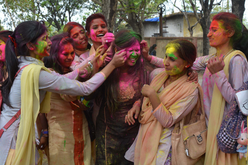 <p>Scores of students of the Ranchi Women&rsquo;s college played Holi by exchanging colour powder ahead of Holi festival in Ranchi on Friday.</p>