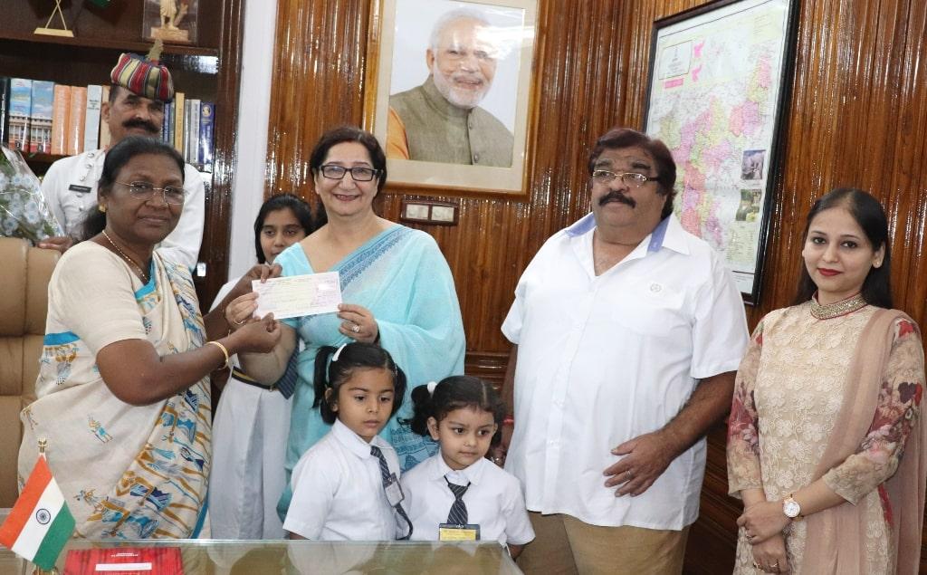 <p>माननीया राज्यपाल द्रौपदी मुर्मू को आज दिनांक 12/10/2018 को St. Mary&rsquo;s (N) School,राँची द्वारा केरल में आई भीशण बाढ़ के पश्चात लोगों के सहायतार्थ राहत कार्य एवं पुनर्वास हेतु&#8230;