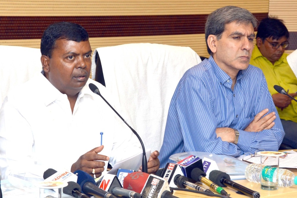 <p>Jharkhand Water Resource Minister Chandra Prakash Choudhary and Principal Secretary Sukhdeo Singh addressing media persons in Ranchi</p>