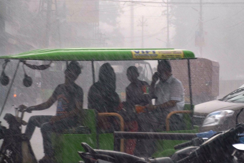 <p>People travel in the rain as monsoon showers begin in Ranchi, Jharkhand on Saturday, June 5, 2018.</p>
