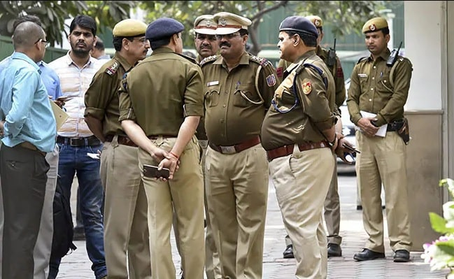 <p>A boy slit the throats of his nephew and sister-in-law. After committing the heinous crime, he visited Dumaria police station in East Singhbhum district of Jharkhand and informed…