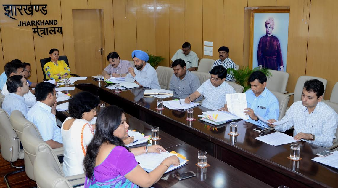 <p>Jharkhand chief secretary Rajbala Verma today directed heads of departments to make the last unit of the department accountable.</p>