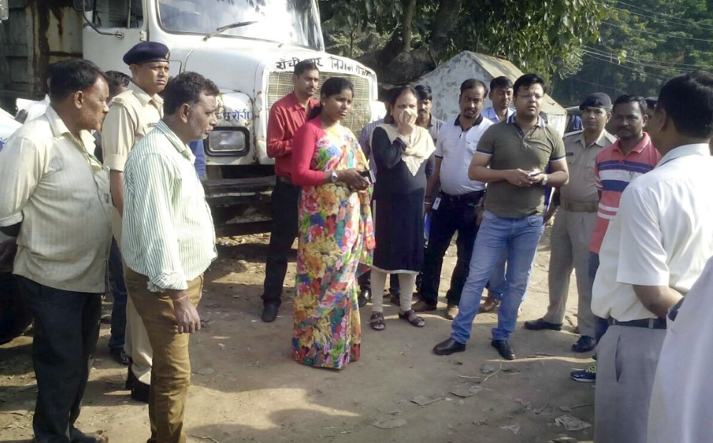 <p>Ranchi Mayor Asha Lakra along with Municipal Commissioner Shantanu Kumar Agrahari during inspection of Mini Transfer Station (MTS) work in Ranchi on Saturday. PNS</p>