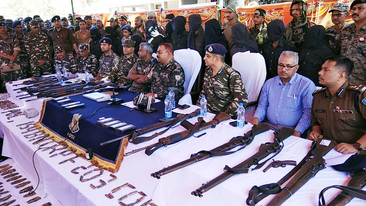 <p>ADG (Operations) RK Mallick along with Giridih SP Surendra Kumar Jha and Jharkhand Police and Central Reserve Police Force (CRPF) officers showing recovered arms and ammunition&#8230;