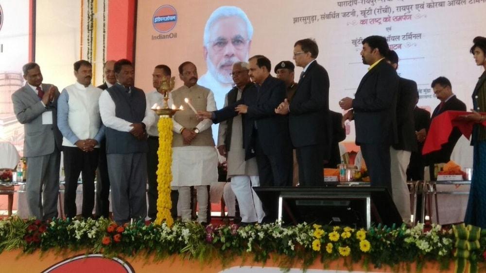 <p>Raghubar Das today inauguarated the IOC Terminal at Khunti.&nbsp;</p>