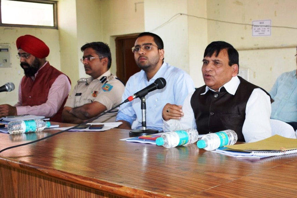 <p>State Minority Commission Chairman Md. Kamaal Khan along with Ranchi DC Rai Mahimapat Ray, SSP Kuldeep Dwivedi and members during a press conference at Collectorate in Ranchi on…