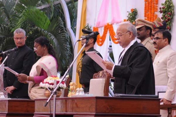 <p>Jharkhand Governor Draupadi Murmu administers oath of office to new Chief Justice of Jharkhand High Court Justice Pradeep Kumar Mohanty at Birsa Mandap in Raj Bhawan,Ranchi.</p>&#8230;