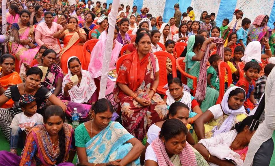 <p>Scores of women and men took part in the review meeting on 'development', presided by Jharkhand Chief Secretary Rajbala Verma and DGP DK Pandey, at Mahabuag village in Maoist…