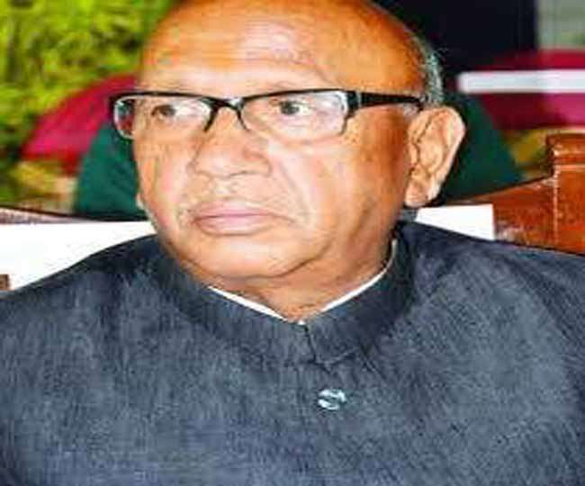 <p>Food and Civil Supply MInister Saryu Rai survived a major accident on Ranchi-Bundu road today when his Fortuner car and a PCR van crashed near Tunju More.PCR van was moving ahead&#8230;