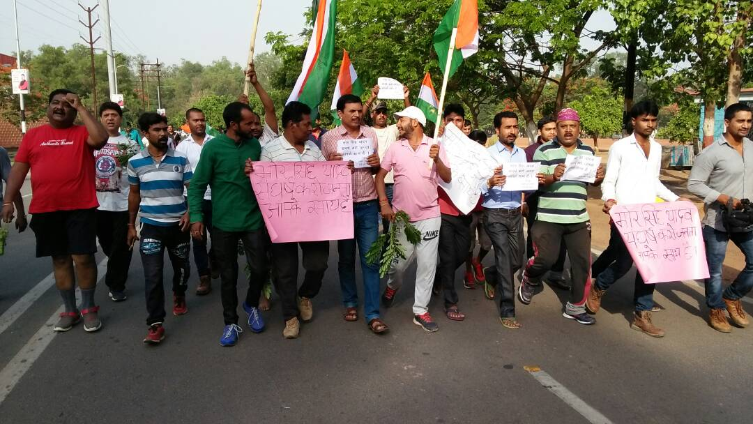 <p>Youths under the banner of Rashtriya Yuva Sangh took out a rally at Morahabadi Maidan in protest against criticism against Ranchi SDO Bhor Singh Yadav,IAS.The criticism wss raised&#8230;