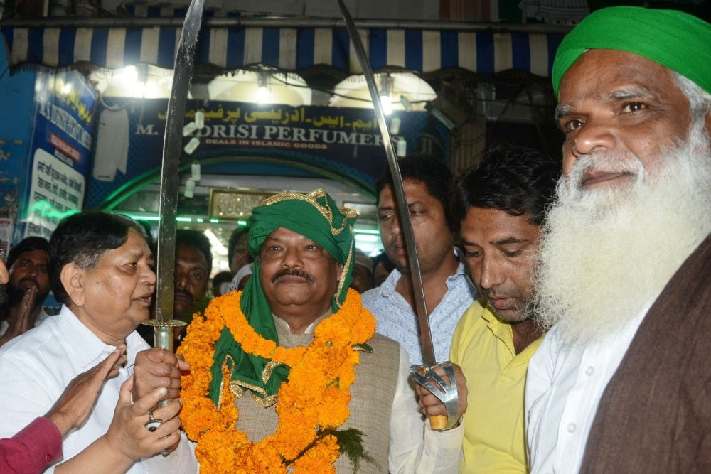<p>Chief Minister Raghubar Das being presented a sword by Central Muhharram Committee members during a programme in Ranchi on Monday.&nbsp;</p>