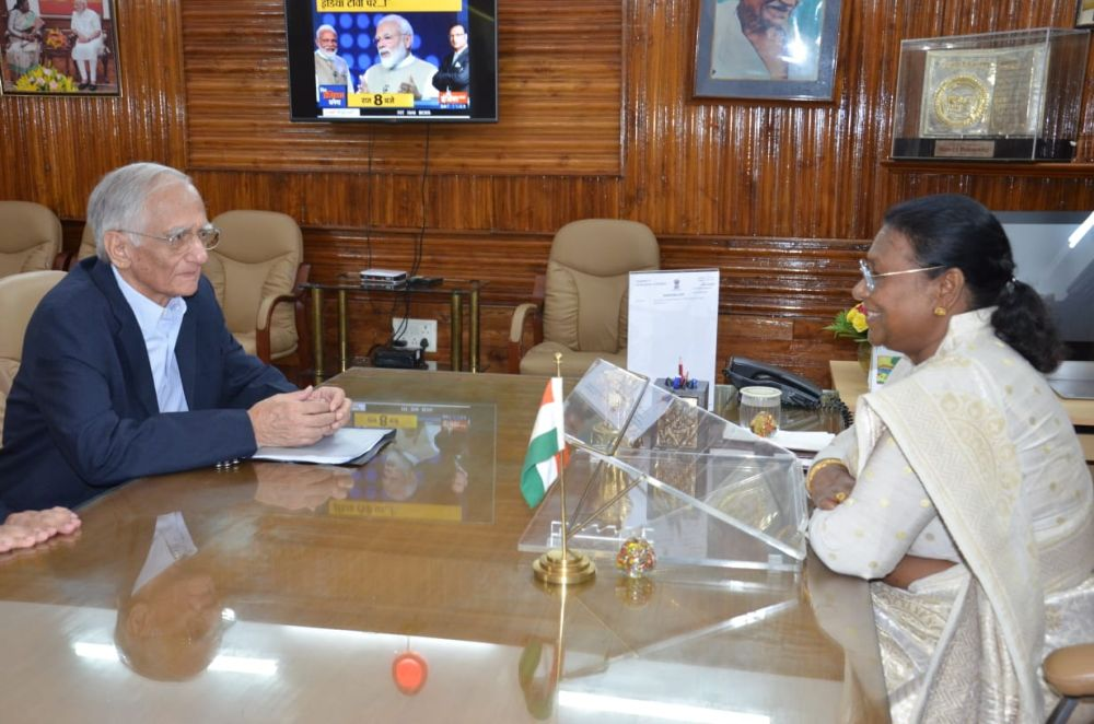 <p>Dr. H.C. Pandey, former Vice Chancellor of BIT Mesra, met Hon'ble Chief Governor Draupadi Murmu today. It was a courtesy visit.</p>