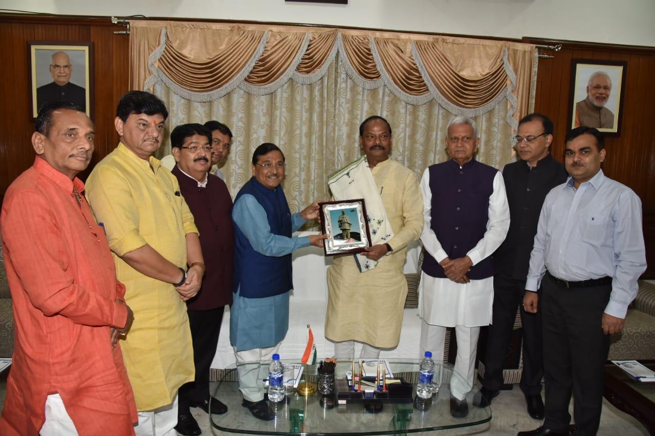 <p>मुख्यमंत्री रघुवर दास से आज दिनांक 22/10/2018 को कौशिकभल जे पटेल,राजस्व मंत्री, गुजरात सरकार,के नेतृत्व में एक प्रतिनिधिमंडल ने मुलाकात की।</p>