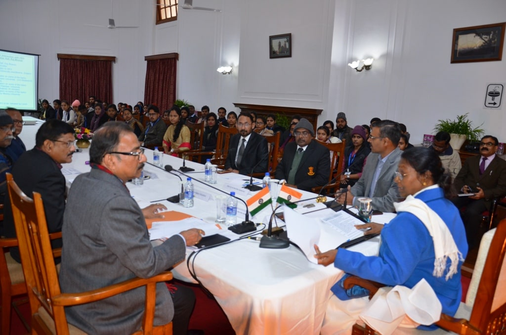 <p>Hon&#39;ble Governor Draupadi Murmu today held a meeting in Raj Bhawan with the toppers and officials of Sido-Kanhu, BAU and&nbsp;Nelambar-Pitamber University.</p>
