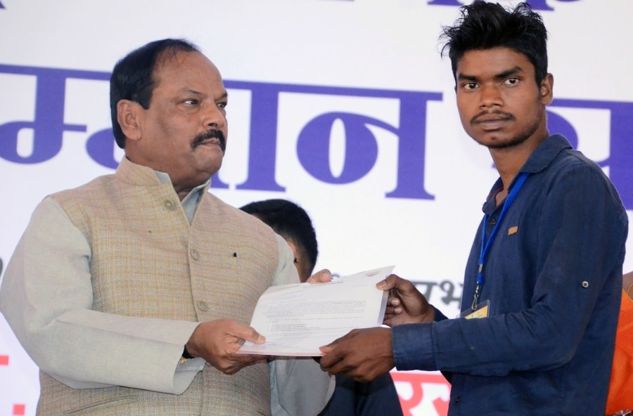 <p>In accordance with the government policy,every Worker/Labour will get monthly pension of Rs 750,said Chief Minister Raghubar Das on the occasion of International Labour Day.</p>…