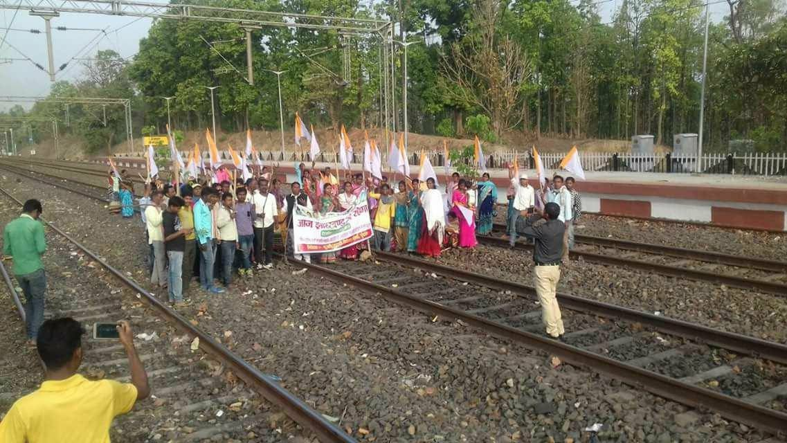 <p>A group of protesters blocks a railway track at Gangaghat station in Ranchi district during the statewide bandh.&nbsp;</p>