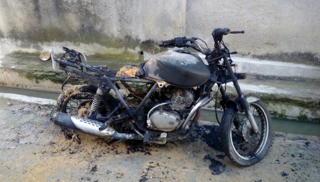 <p>Some unknown miscreants set ablaze a motor bike parked in front of owners house during the night on wednesday.The incident took place at Krishnapuri road no-6 under Chutia police…
