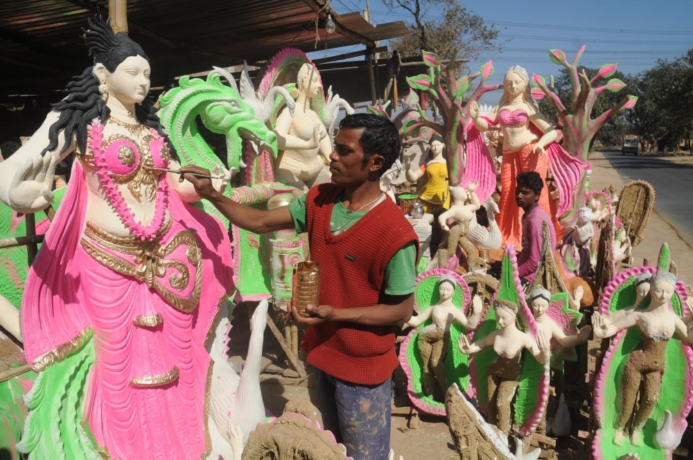 <p>An artist making an idol Goddess Saraswati for the upcoming Saraswati Puja at Anigara on the outskirts of Ranchi, Jharkhand on Friday.</p>