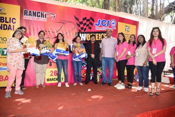 <p>JSI,Ranchi Organisers of the Car Rally in Ranchi stand together at the stand up desk in Jharkhand capital -Ranchi &nbsp;</p>