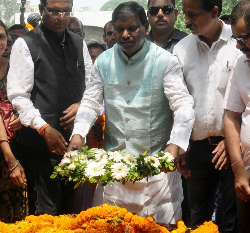 <p>Former Jharkhand Chief Minister Arjun Munda paying floral tribute on the occasion of death anniversary of Jharkhand's first freedom fighter Bhagwan Birsa Munda, at Birsa memorial…