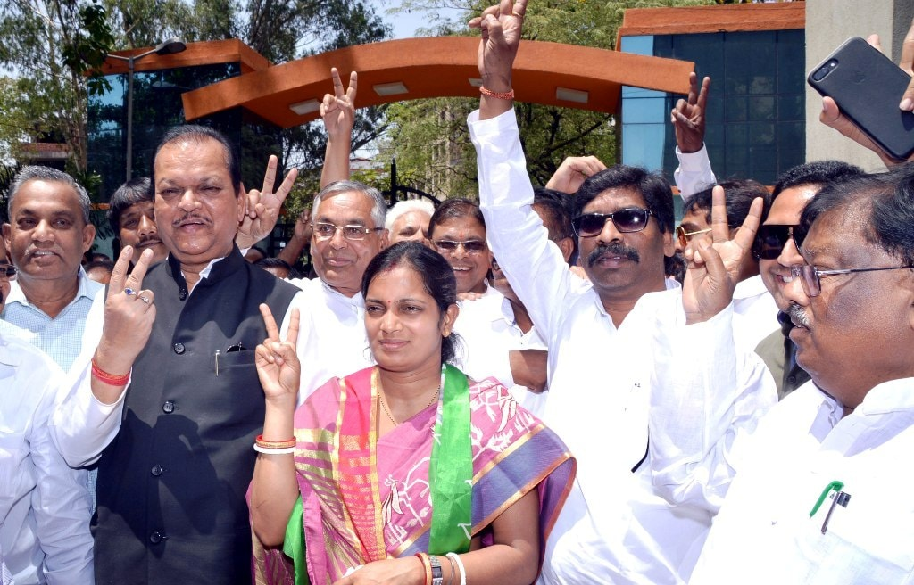 <p>Jharkhand Mukti Morcha (JMM) candidate Seema Mahto wife of Amit Mahto along with former Union Minister and Congress senior leader Subodh Kant Sahay, JMM Executive president Hemant&#8230;