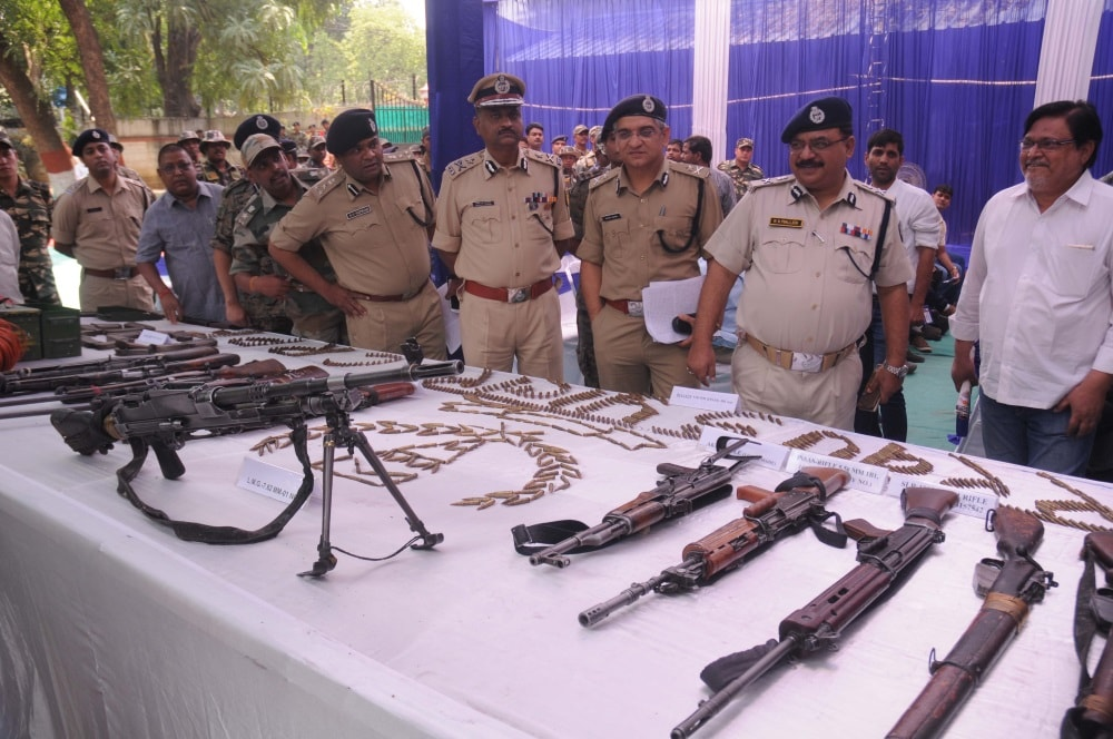 <p>Police personnel displaying huge arms and&nbsp;ammunitions after recovered from CPI Maoists during a press conference in Ranchi on Thursday.</p>
