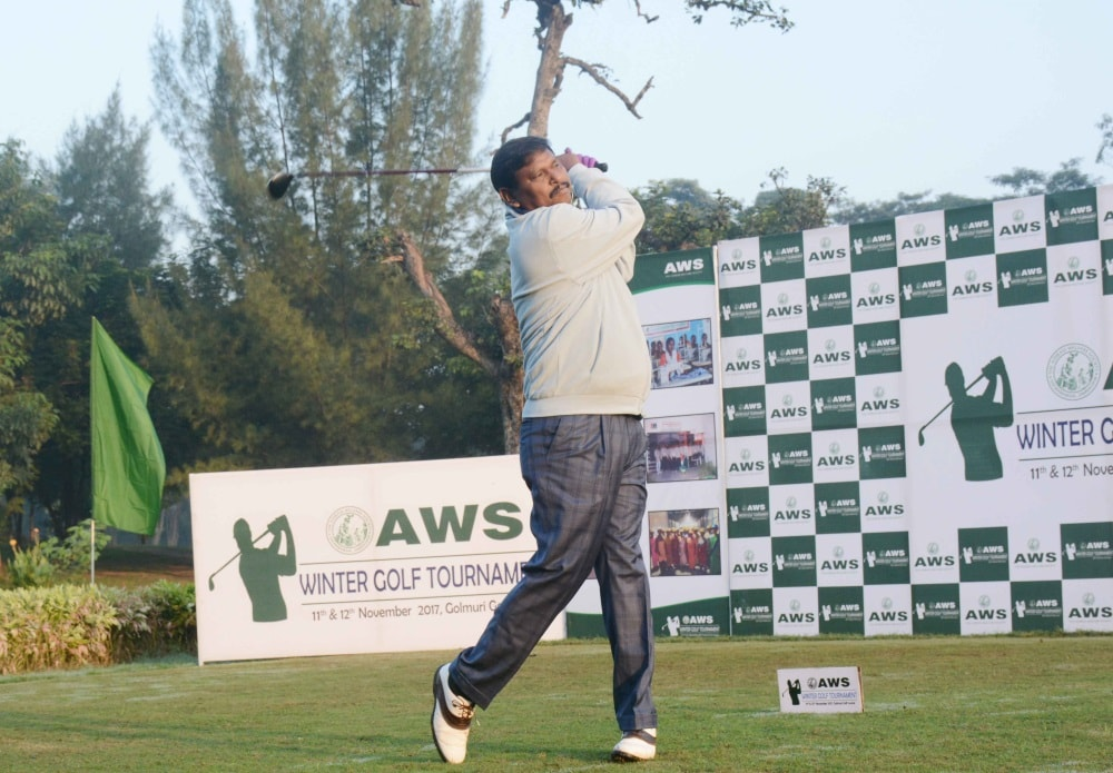 <p>Former CM Arjun Munda tees-off at Winter Golf Tournament being organised at Golmuri Club in Jamshedpur.</p>