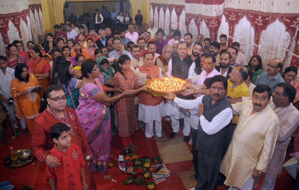 <p>Devotees Perform Chitra Gupta Puja at Ashok Nagar and Bihar Club&nbsp;</p>