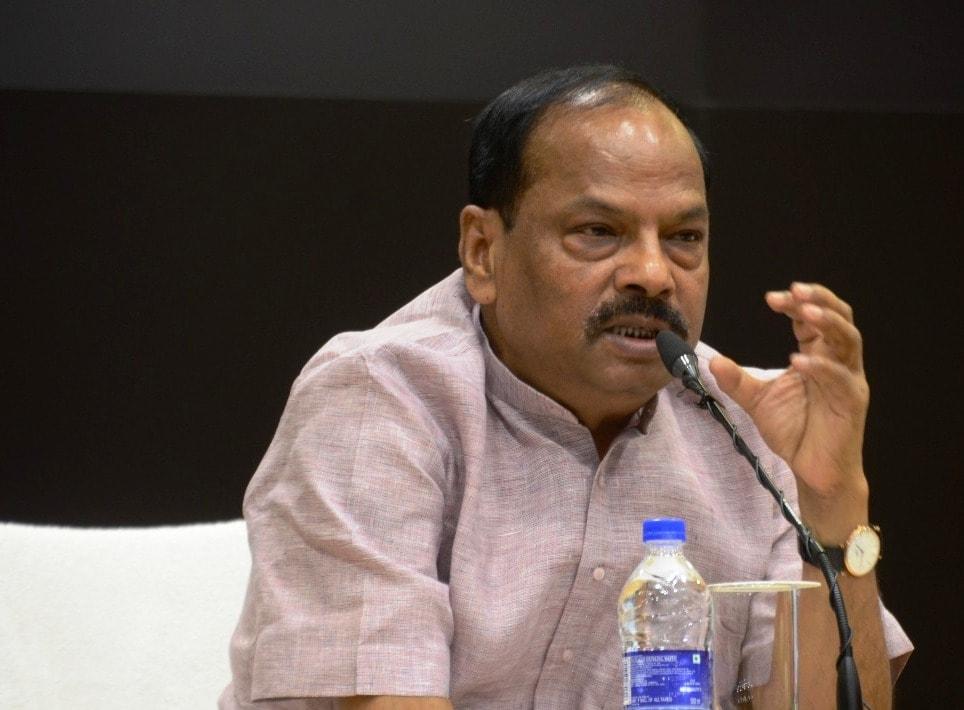<p>मुख्यमंत्री श्री रघुवर दास ने लातेहार के बूढ़ा पहाड़ में नक्सलियों द्वारा किये गए विस्फोट में जवानों की शहादत पर उन्हें नमन करते हुए नक्सलियों की कार्रवाई को हताशा में की गई कायराना…