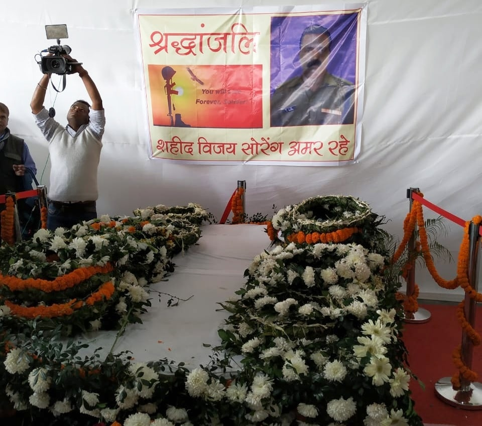 <p>Lay wreath and pay homage to Martyr Havildar Vijay Soren of 82 Battalion CRPF, whose mortal remains arrived at Ranchi from Srinagar by Special IAF flight.</p>