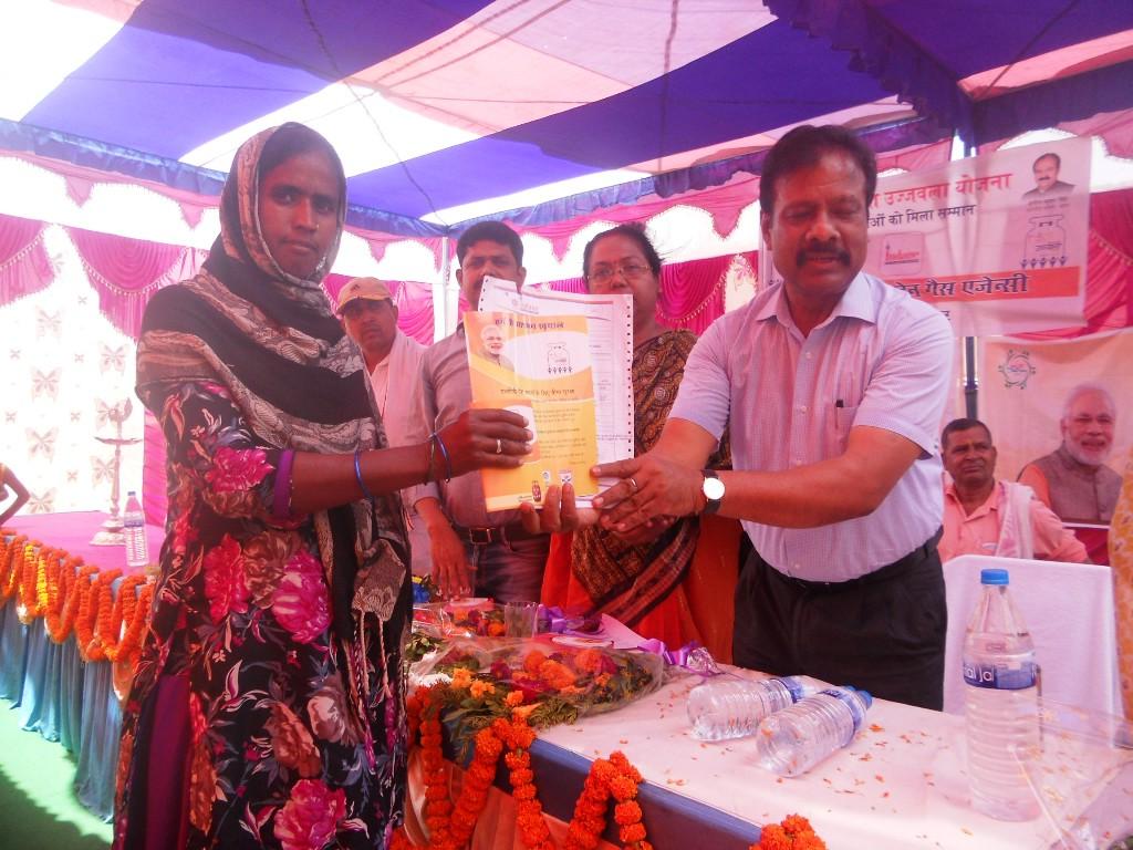<p>लातेहार-ग्राम स्वराज अभियान के तहत चयनित 17 गांवों में 4461 परिवारों के बीच गैस चूल्हा वितरण किया गया |</p>