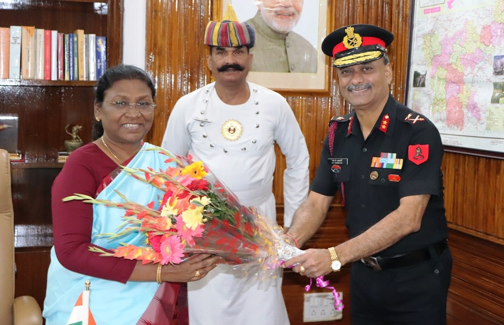 <p>Today on dated 11-10-2018, Major General M.K. Mukherjee called upon Jharkhand Governor Draupadi Murmu at Raj Bhawan, Ranchi. Report says that it was a courtesy call.</p>