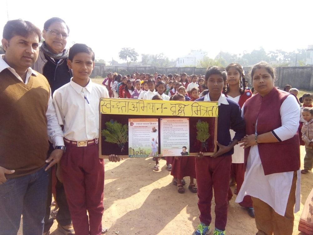 <p>Swacchata Abhiyan took a twist today when the ruling BJP&#39;s Ranchi Mahanagar Coordinator Dr Anuradha Prasad led a team and planted trees inside the state government run school&#8230;