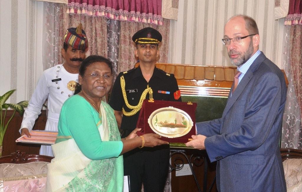 <p>माननीया राज्यपाल द्रौपदी मुर्मू से आज दिनांक&nbsp; 26/07/2018 को Dr. Michael Feiner,German Consulate General Kolkata ने मुलाकात की</p>