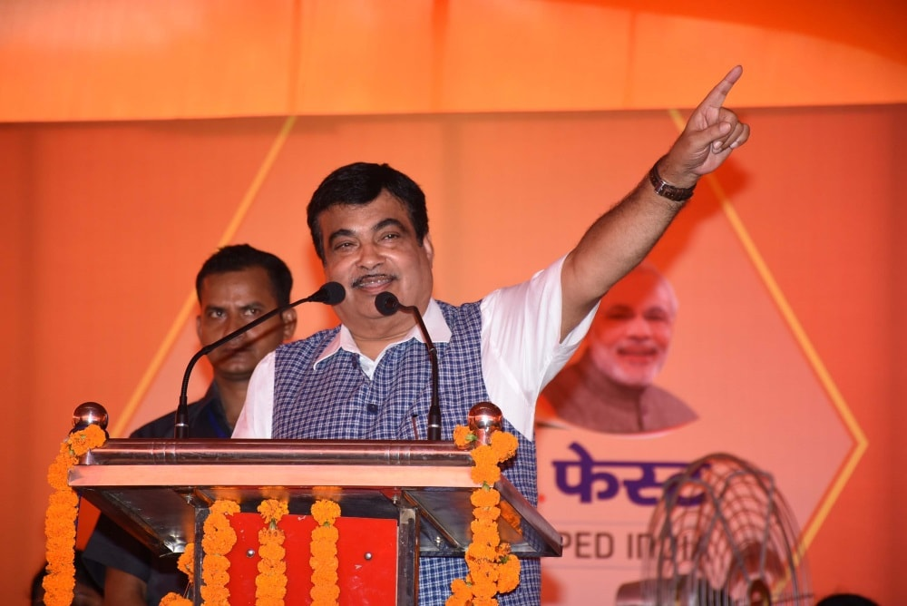 <p>Union Minister Nitin Gadkari lands in Ranchi and addresses a public meeting with CM Raghubar Das.</p>
