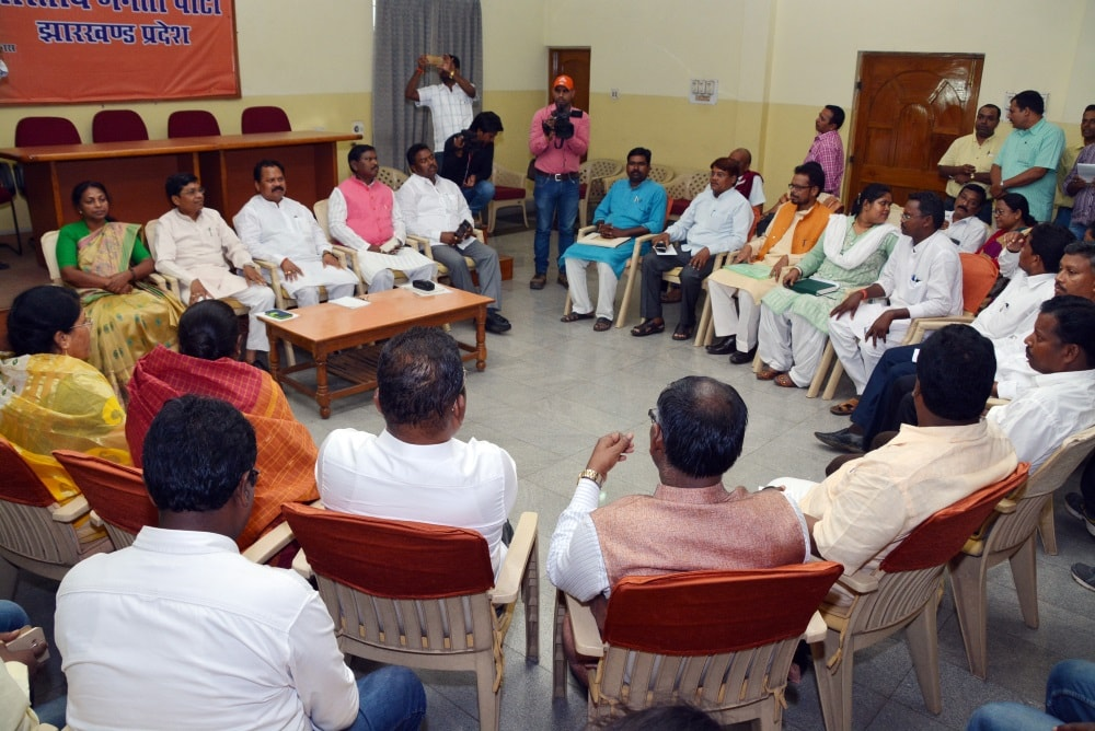 <p>Union Minister of State for Agriculture Sudarshan Bhagat, BJP State President Laxman Gilua, former Jharkhand Chief Minister Arjun Munda, Ministers Louis Marandi, Nilkanth Singh&#8230;