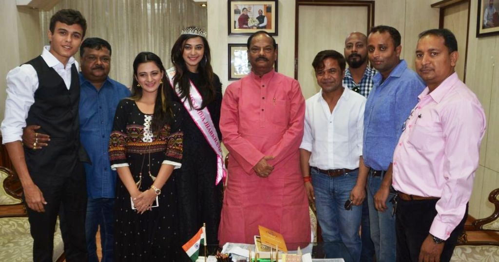 <p>Famous Bollywood actor Rajpal Yadav along with other actors met with Chief Minister Raghubar Das. Chief Minster said that artists are welcomed in Jharkhand. Art has always personified&#8230;
