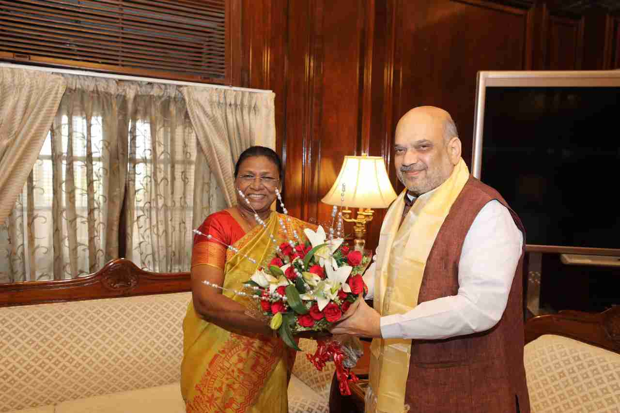 <p>Governor Draupadi Murmu met the Union Home Minister, Amit Shah in New Delhion dated 11/06/2019</p>